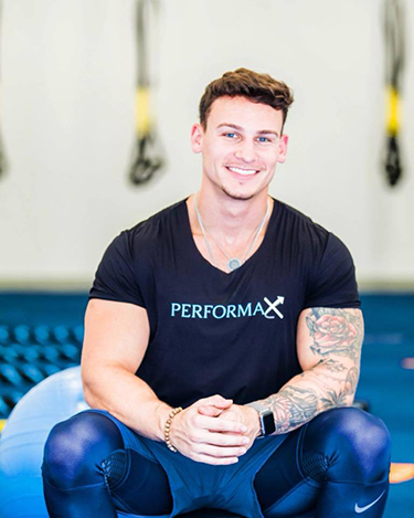 //performaxtraining.com/wp-content/uploads/2018/09/coach.png